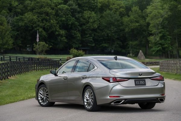 2021 Lexus ES 350 adds better active safety to complement its sharp looks and easy-driving nature