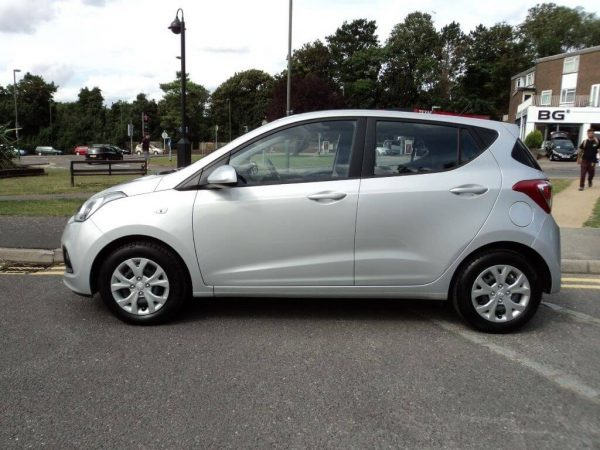 Hyundai i10 2021 features, trim levels, and available options